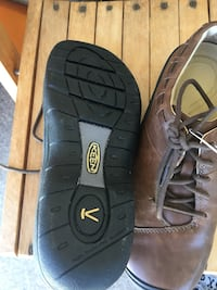 Keen new woman's dress/running shoe Victoria, V8V 1L1