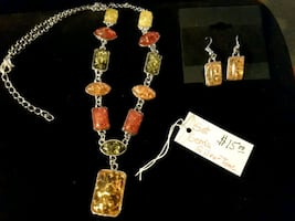 NEW A Necklack & Earrings of Gems