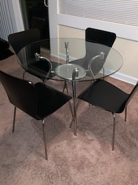 4 piece dining room set Oxon Hill, 20745