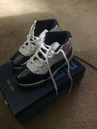 pair of white-and-black Nike basketball shoes Hyattsville, 20782