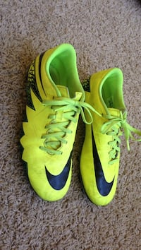 Pair of green-and-black nike low top cleats Leesburg, 20175