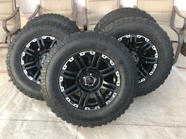 Wrangler Jeep 5 wheels and 5 tires LT255/75R17