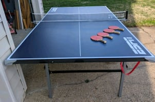 Espn ping pong table with 4 paddles