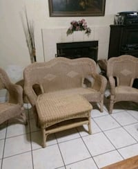 wicker love seat, two chairs an sofa good conditio Madera