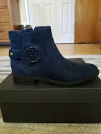 NEW Tommy Hilfiger suede boots  White Plains, 20695