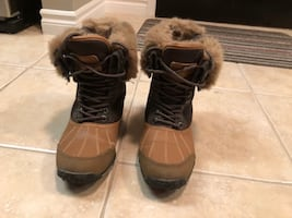 Gently used Pajar winter boots!