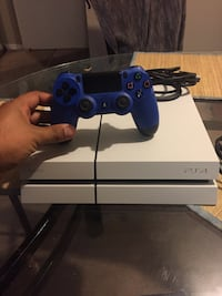 Selling my PS4 500gb, White coloured, 1 blue controller, Mississauga, L5N