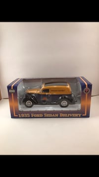 1935 yellow and black Ford Sedan university diecast model in box Chagrin Falls, 44022