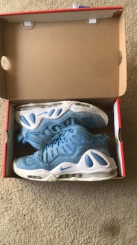 pair of blue Nike basketball shoes with box Harrington, 19952