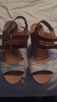 pair of brown leather open-toe sandals Highland Lakes, 07422