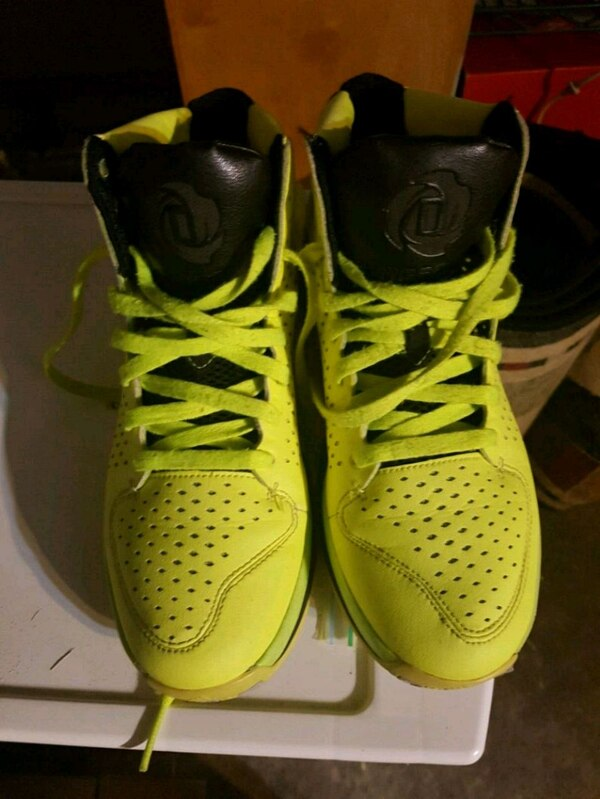 b881bd64ee7f Used pair of yellow Nike basketball shoes size 8 for sale in Mississauga