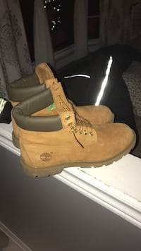 Brand new worn 2 times size 10 price is negotiable St Catharines, L2S 3Z3