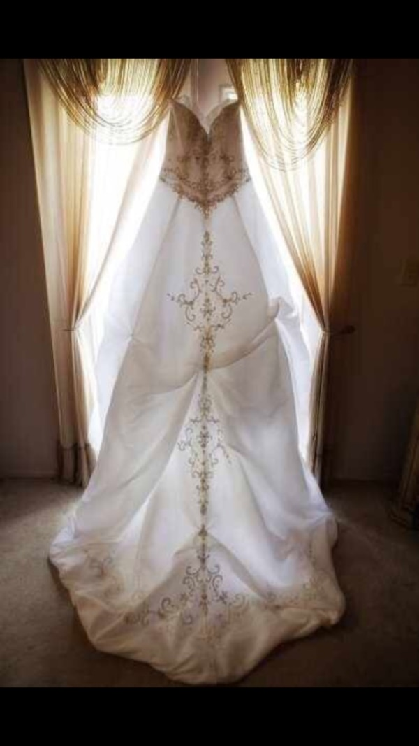 Used Alfred Angelo Sapphire Wedding Dress Style758 For Sale In