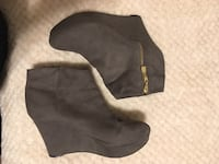 Pair of black suede side zip boots Albuquerque, 87105