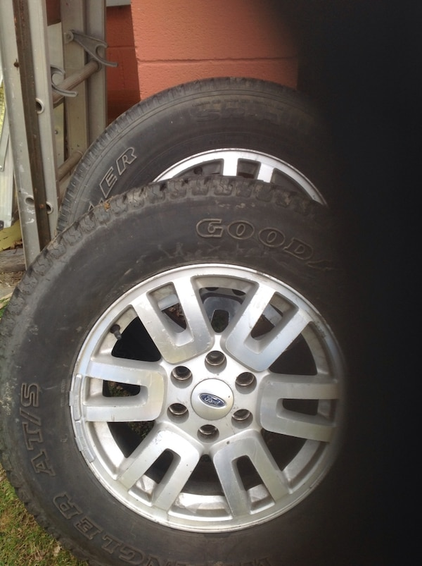 4 tires and wheels off ford expedition. good year 18 in ba2de06a-283e-4b8f-92b8-bea3c139079c