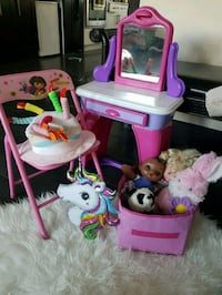 pink and purple Disney Frozen table and chair set 3159 km