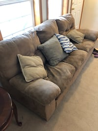 Couch and pillows Ridgefield, 98642