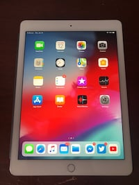 iPad Pro 9.7 32GB + LTE + Smart Keyboard, Smart Cover and Back cover Toronto, M3B 1Z4