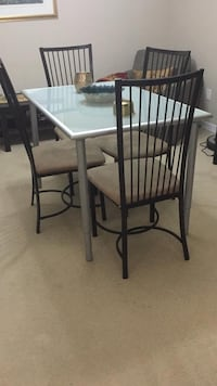 Dining table, can sell chairs for $25 each Toronto, M2N 6H8