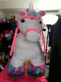 6VOLT BRAND NEW UNICORN & STABLE & CHARGER.. AGES 3-7 YEARS OLD