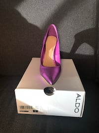 pair of purple pointed-toe pumps with box Gaithersburg, 20877
