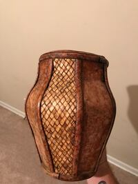 Decorative vase for sale good condition 10.00 Medina, 38355