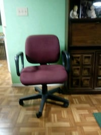 Office chair swivel w caster wheels Purcellville, 20132
