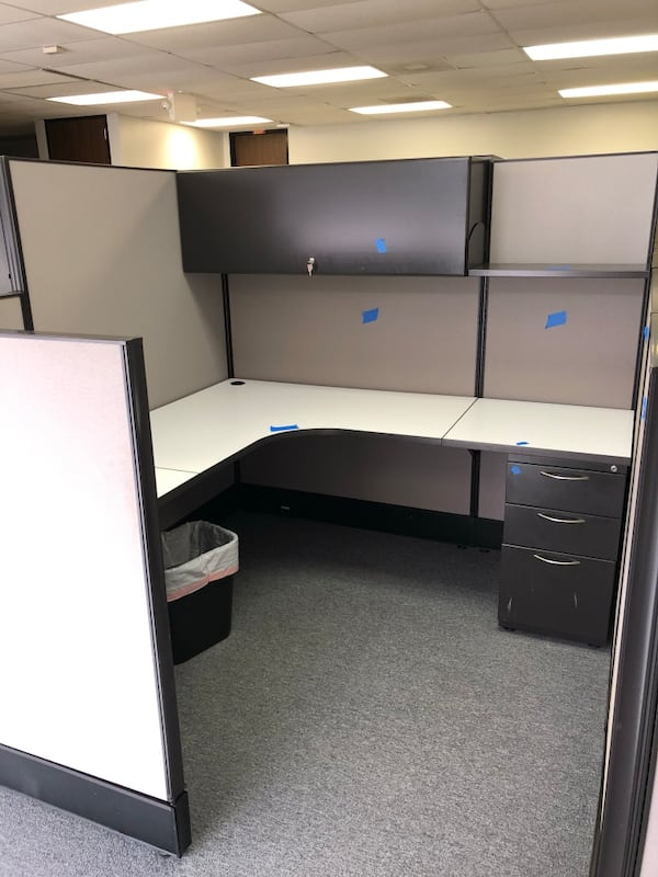 Office cubicles and cubicle parts 4