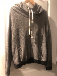 Lot of two women's hoodies ~ American eagle & Gap ~ size med/large Surrey, V4N 6A2