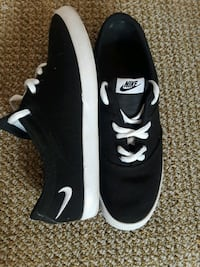black-and-white nike shoes size 6 Lancaster, 93534