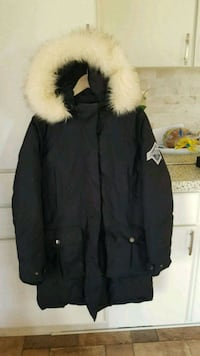L-XL woman Beaver Cove jacket 9/10  Milton, L9T 2X9