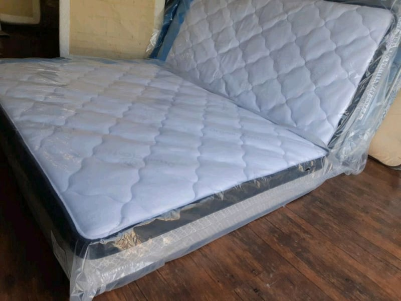 Brand new full/ Double mattress 250$ delivery 40. 4a406928-f4ac-4c3b-a805-b57866ce6877
