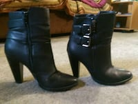 Le Chateau ankle boots w buckles /size 7 3727 km