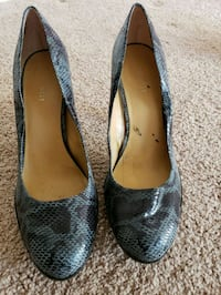 Nine West Size 10 black and grey snakeskin pumps Woodbridge, 22192