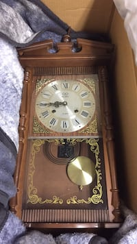 Antique wall clock - works perfect Calgary, T2H 0V4