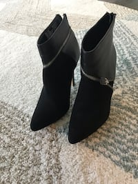 Black Suede/Leather Ankle Boots, size 7 Roselle, 60172