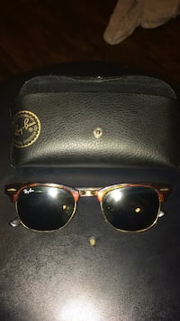 red Ray-Ban clubmaster sunglasses with case Nashville, 37115