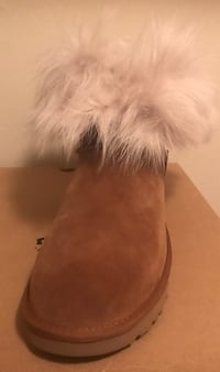 Uggs brand new size 11 they feel like they are Narrow to me New Carrollton, 20784