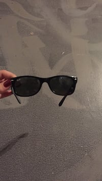 black framed Ray-Ban wayfarer sunglasses Kelowna, V1Y 7V3