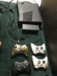 Black xbox 360 console with controllers Indiana, 15701
