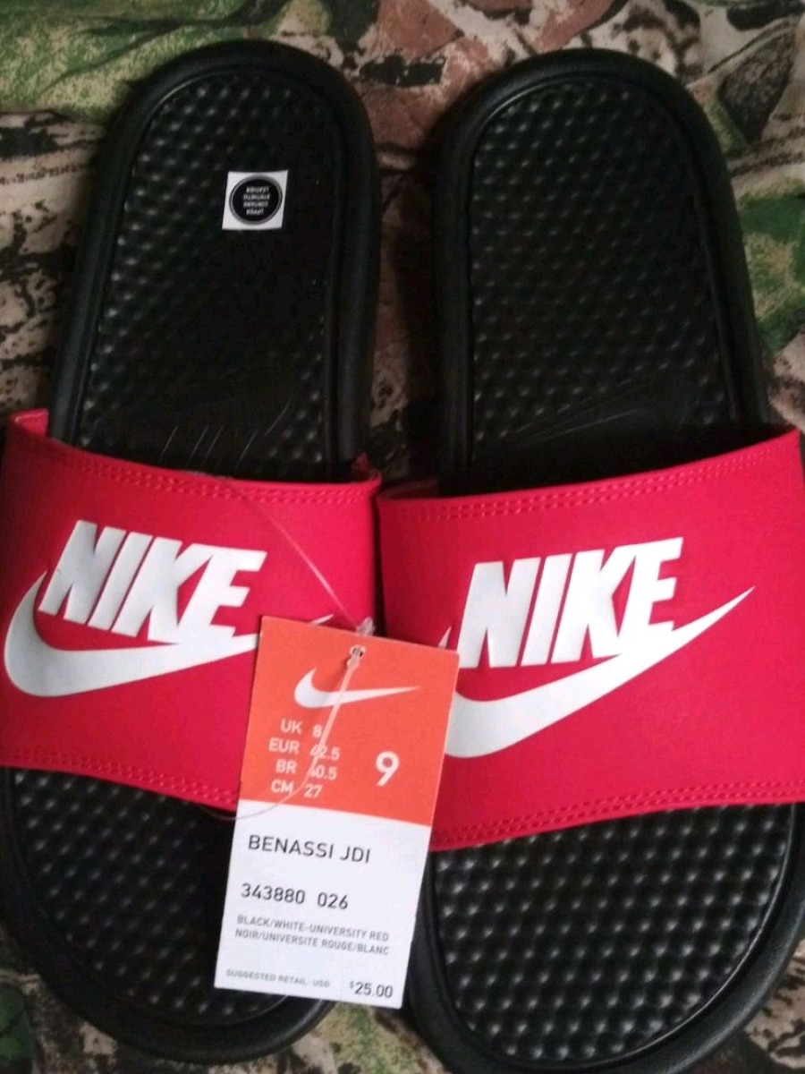 Photo Men New nike slides size 9.red color