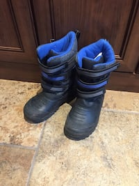 Pair of black-and-blue snow boots size 11