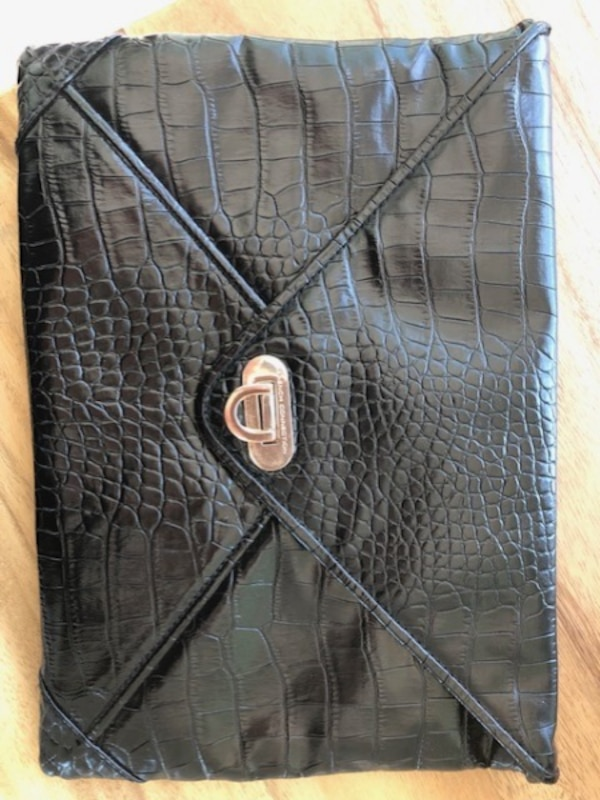 FRENCH CONNECTION Black Clutch *EXCELLENT CONDITION* 4caca635-041f-41f0-87e2-13782229cf1a
