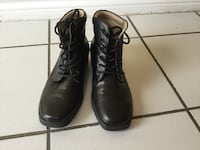 Pair of black leather boots size 8 Vaughan, L6A 1N1