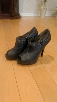 Shoes - size 8 - Guess Mississauga, L5N 5T7