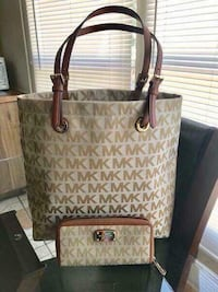 Authentic MK purse and wallet  1617 mi