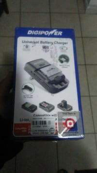 Digipower universal battery charger box Keizer, 97303