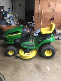 John Deere ride on mower Clinton, 20735