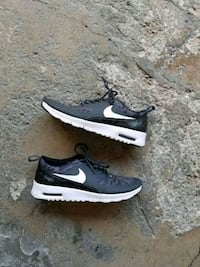 pair of black Nike low-top sneakers Center Point, 35215