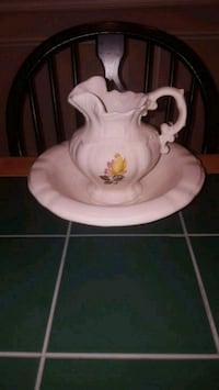 Vintage Arnel's Wash Bowl/Pitcher Vienna, 22181